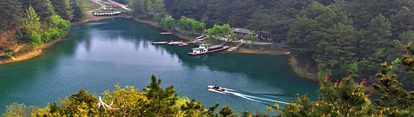 长顺县杜鹃湖风景区